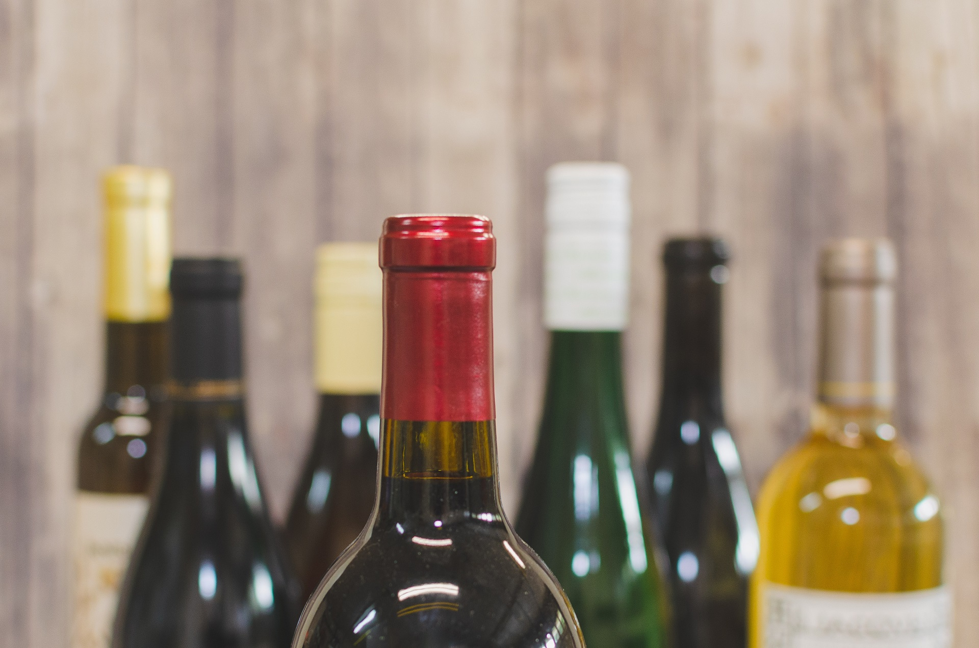Acheter son vin en ligne : Quels critères prendre en compte ?